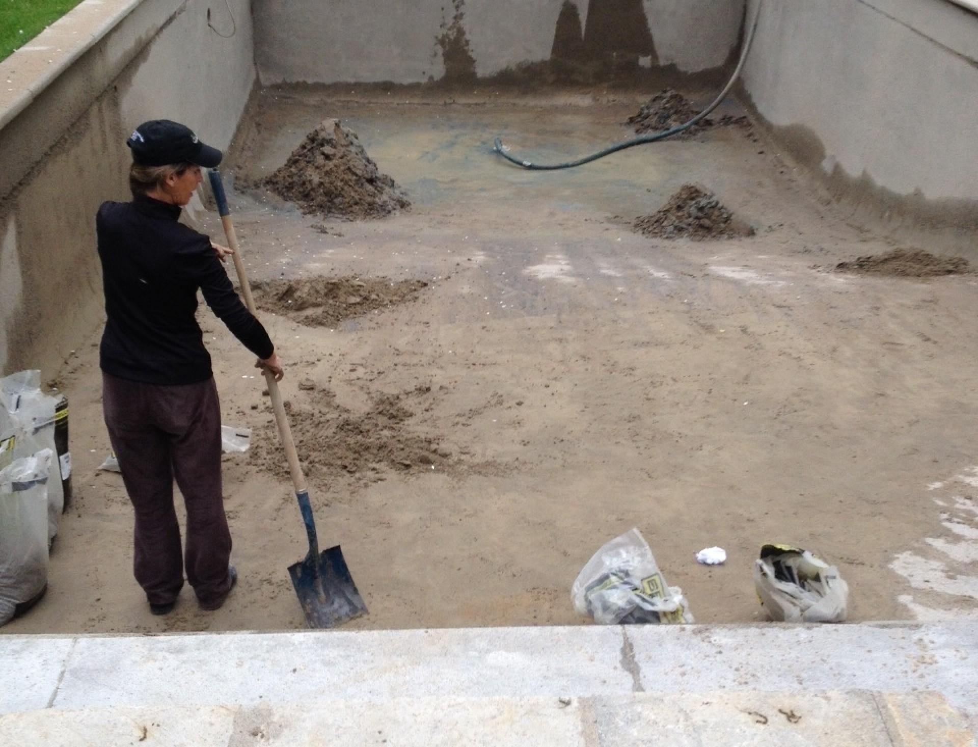 Nous sommes polyvalents en sablage au jet et nettoyage for Peinture piscine beton